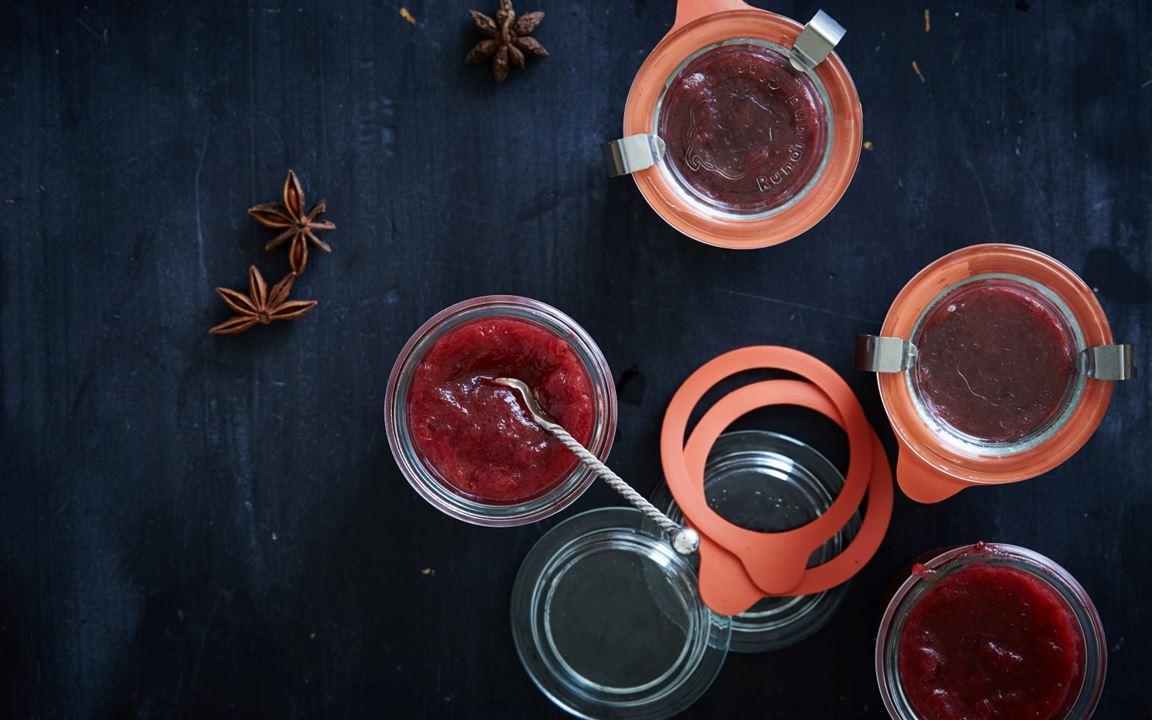 Rhubarb-redcurrant jam with star anise
