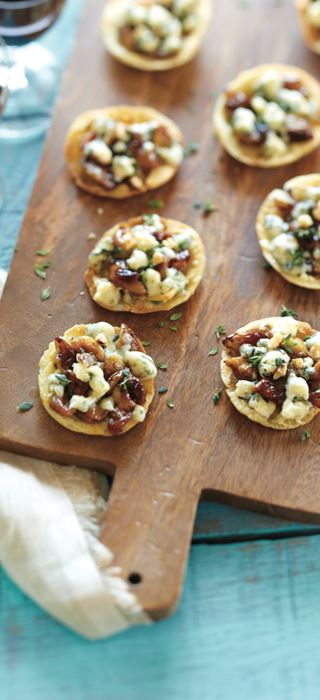 Roasted garlic and Blue cheese mini pizza appetizers