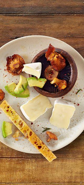 Roasted mushrooms with rosemary, avocado & Creamy White