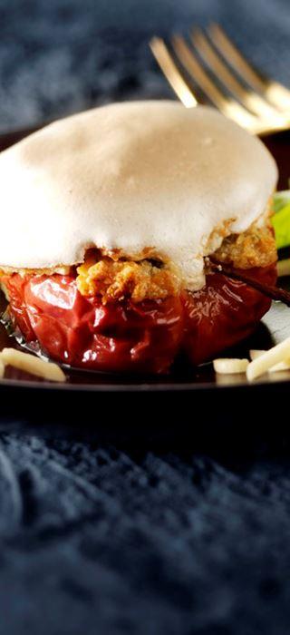 Bakte epler med blåmuggost og marengstopping