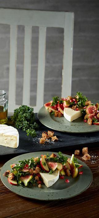Fersk salat og Castello Hvit med Geit