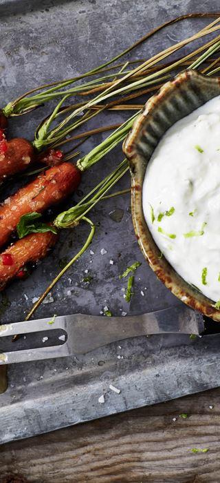 Grillede gulrøtter med honningglasur og ostekrem