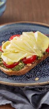 Ostesmørbrød med tomat og pesto