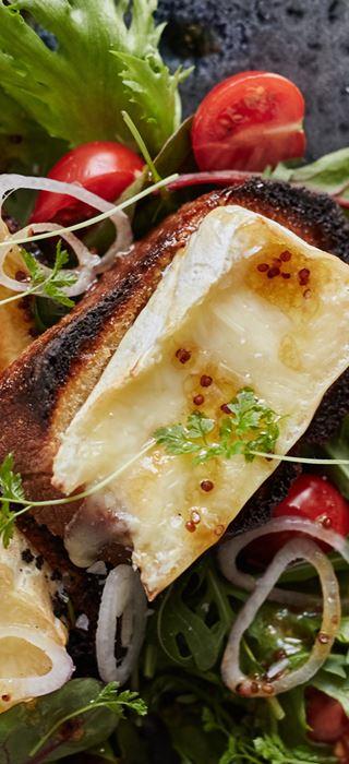 Salat med Crostini og smeltet ost