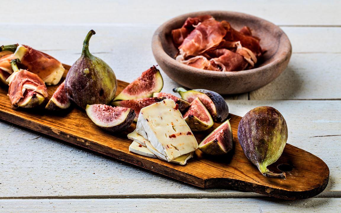 Spekemat med Castello® White Red Chili og fiken