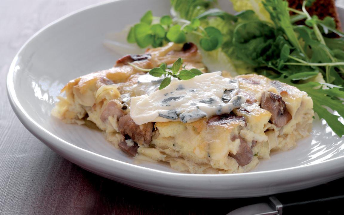 Tortilla med egg, Castello Blå, sopp og løk