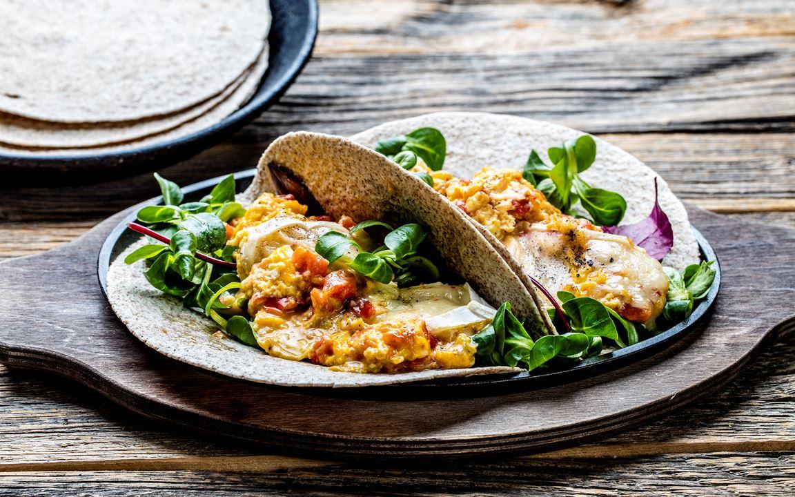 Wraps med egg og Castello Hvit med Chili