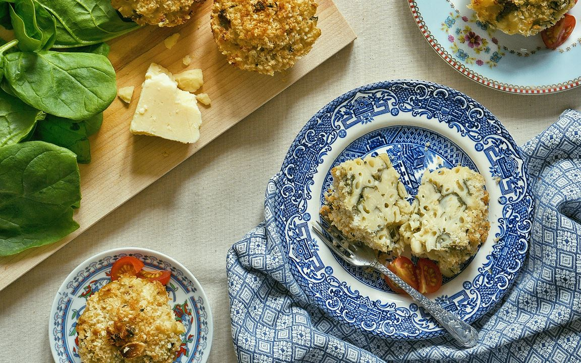 Almond and thyme-crusted macaroni cheese muffins