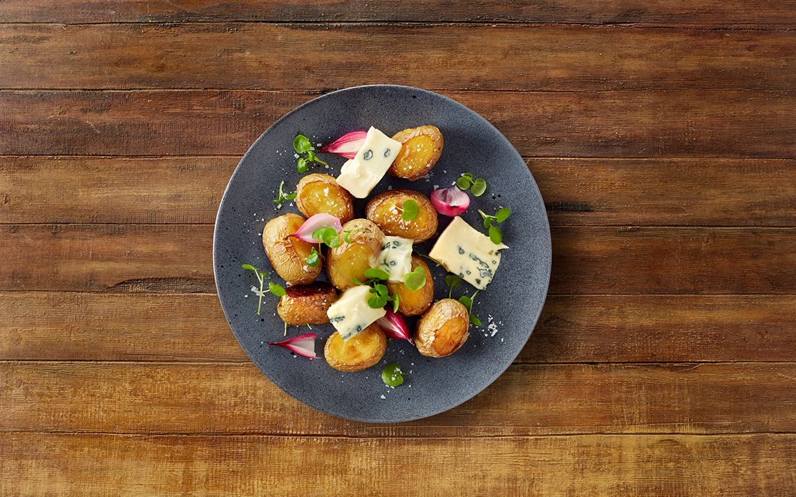 Baked potatoes with blue cheese and watercress