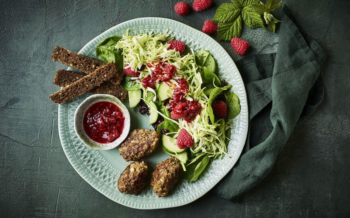 Beef meatballs with raspberry salad