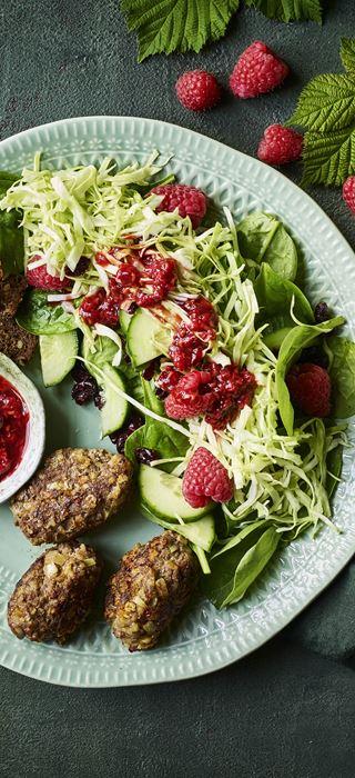 Beef meatballs with raspberry salad