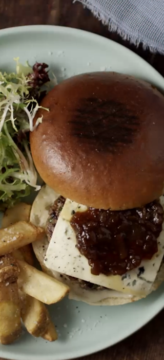 Blue Cheese burger with onion marmelade