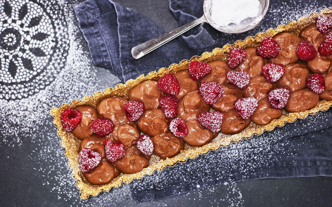 Chocolate tart with raspberries