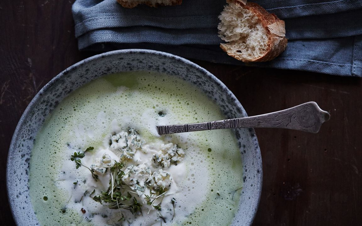 Creamy pea soup with Traditional Danish Blue