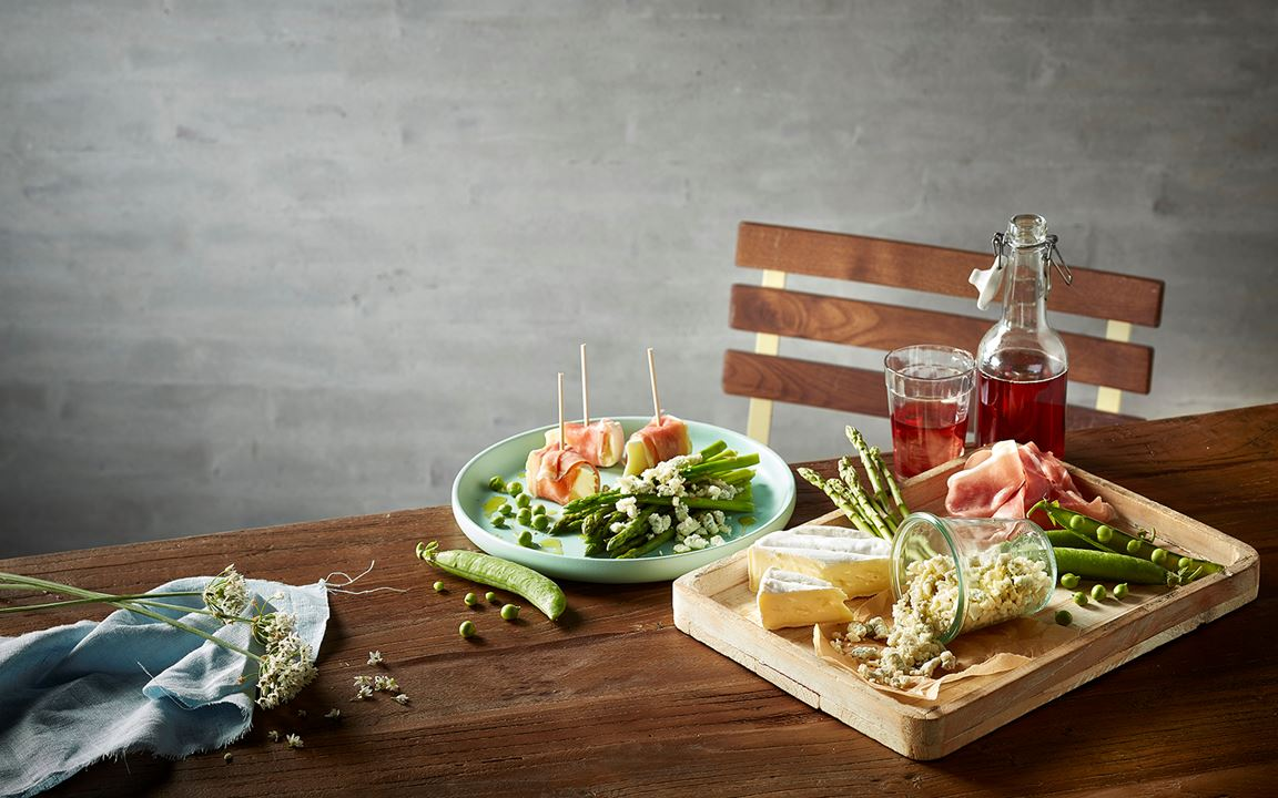 Brie and crumbled Blue Cheese summer picnic