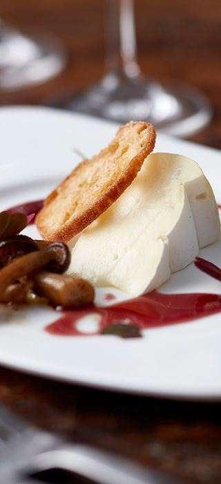 Creamy Brie beech mushrooms, croutons and syrup