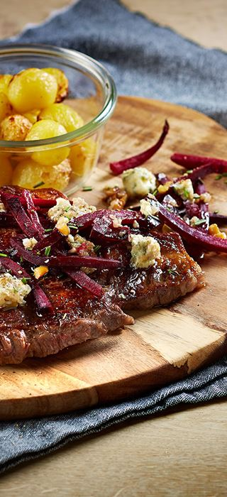Grilled beef with beets and Danish blue cheese