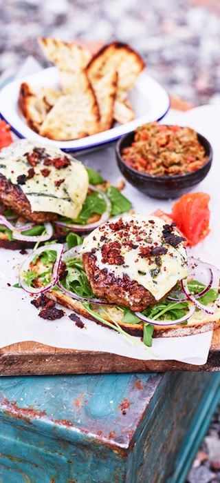 Lamb burgers with aubergine-tomato cream