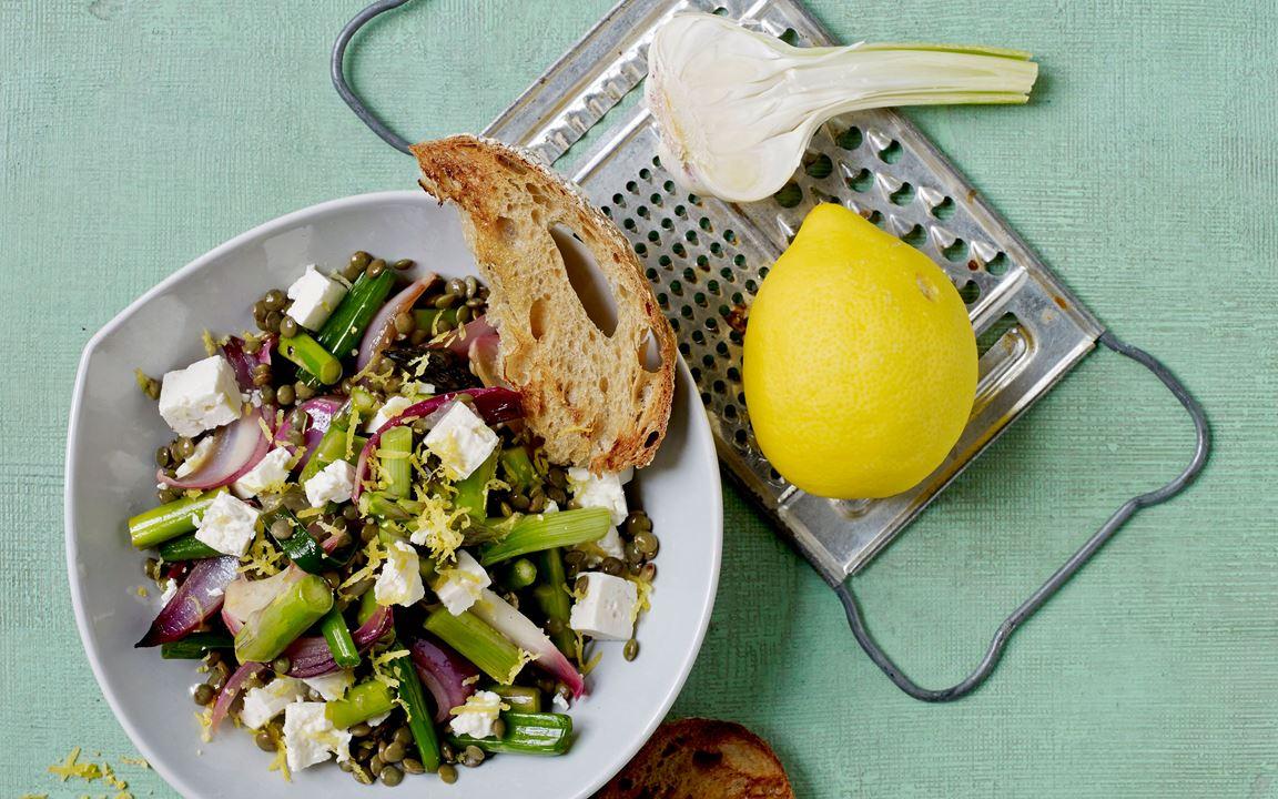 Lentil salad with feta and garlic bread