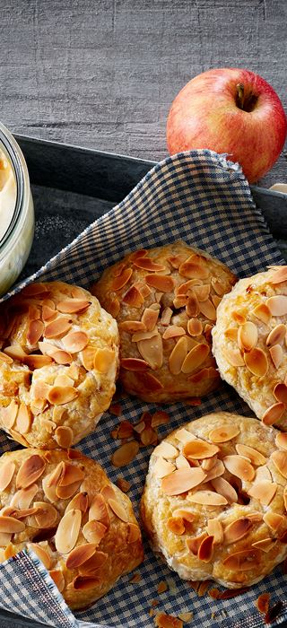 Mini apple pies with ginger and salt caramel