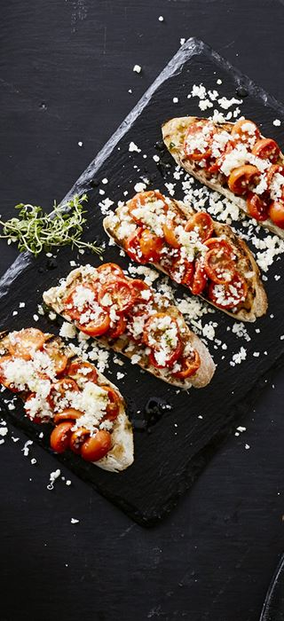 Bruschetta with semi-dried tomatoes & Aged Havarti
