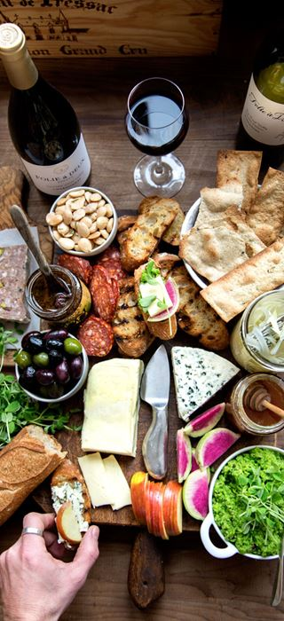 Cheese board with pickled fennel