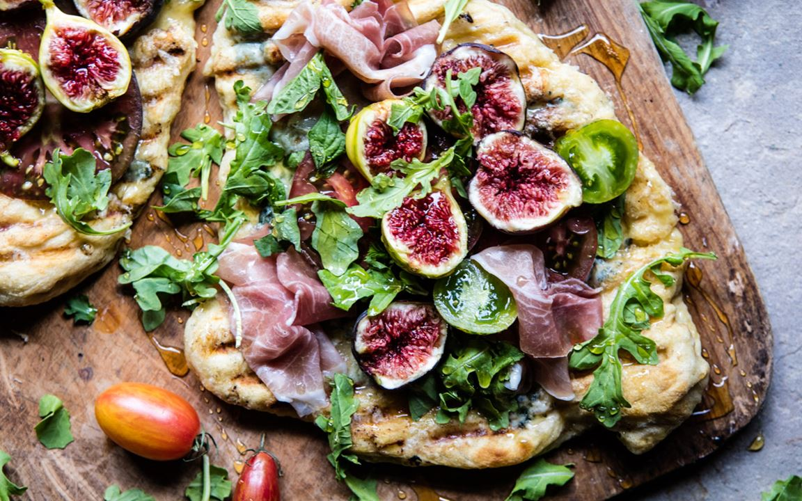 Grilled tomato, fig and prosciutto pizza