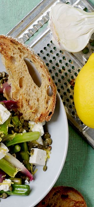 Lentil salad with feta and garlic bread