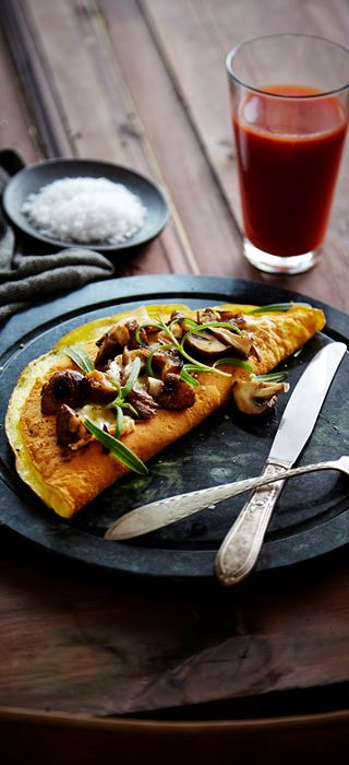 Omelet with Creamy Havarti, mushrooms and fresh thyme