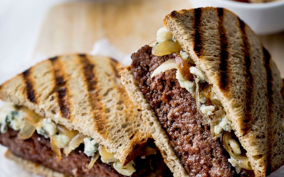 Patty melt with caramelized onions and blue cheese