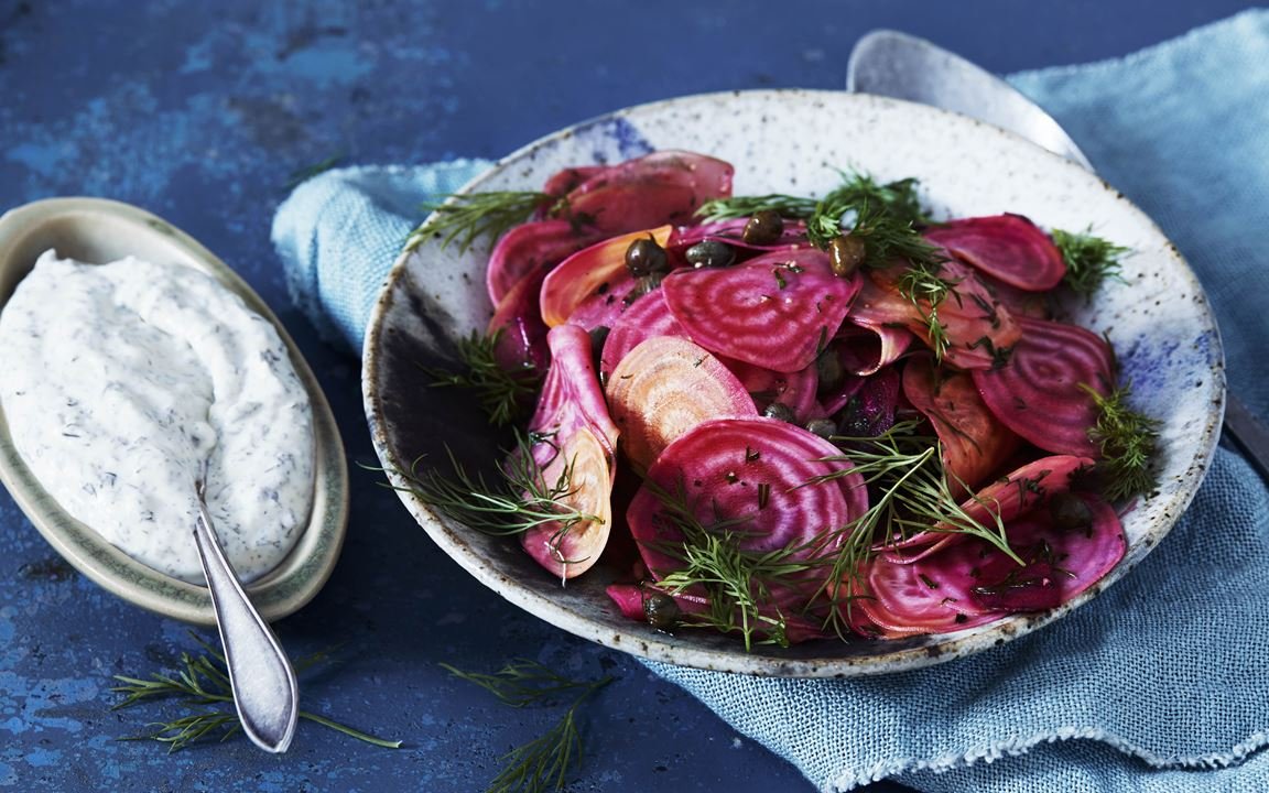 Salad with beets, apples and dill
