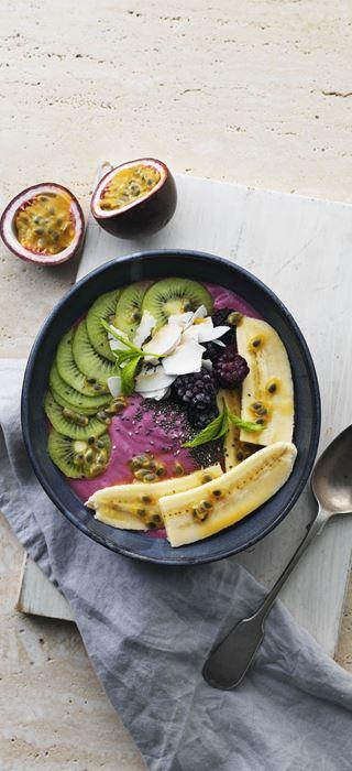 Smoothie bowl with blackberries