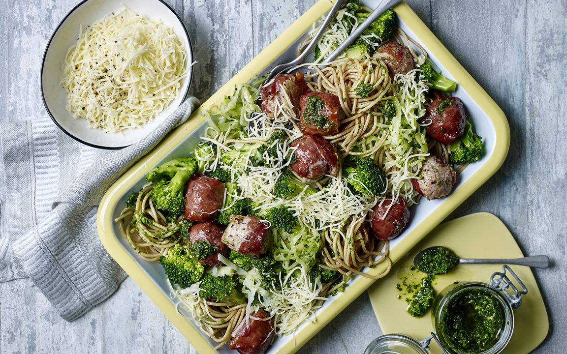 Spaghetti with parsley pesto and meatballs wrapped in prosciutto