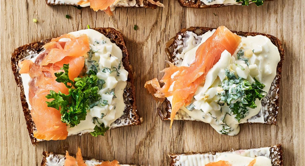Proteinrika ägg och fyllig smetana blir ett bra och uppskattat mellanmål.