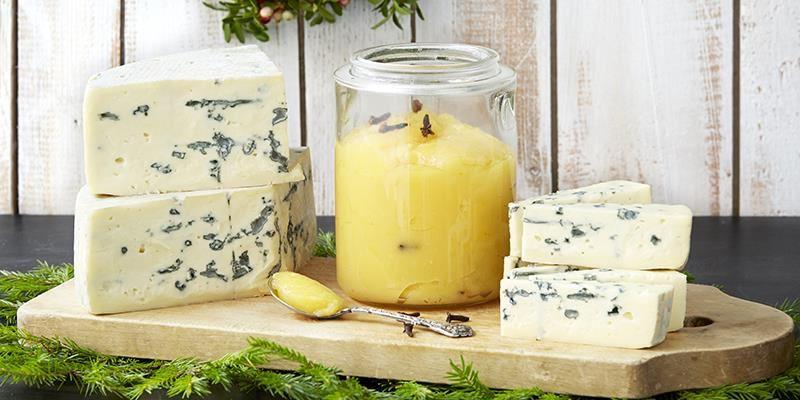 Juliga smaker i en len curd som ett annorlunda tillbehör till osten.