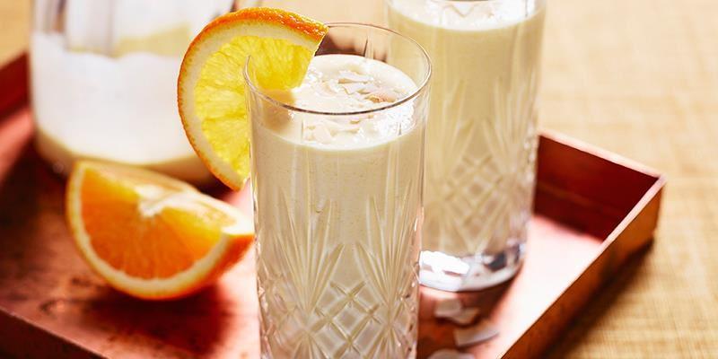 Fräsch och len apelsinsmoothie med smak av kokos som ger massor av energi.