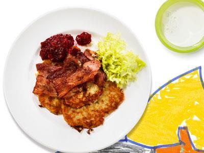 En nykomling på menyn - perfekt att göra på höstens svenska äpplen. De syrliga äpplena friskar upp potatissmaken och passar bra till det salta fläsket.