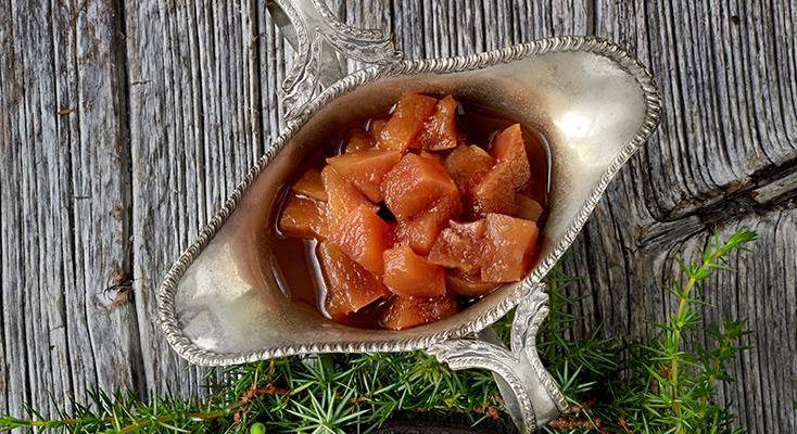 Äpple och ingefära är en klassisk kombination som även är supergod till ost. Justera mängden ingefära efter smak.