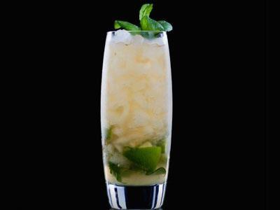 Läskande drink som med fördel serveras med massor av is.