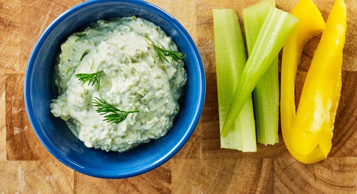 Gröna ärter väcker minnen och är omtyckta av de flesta. Servera före maten eller som tillbehör till en enklare måltid! Lägg en klick på skuren kall potatis, på tunna salta kex eller på en bit mjukt bröd.