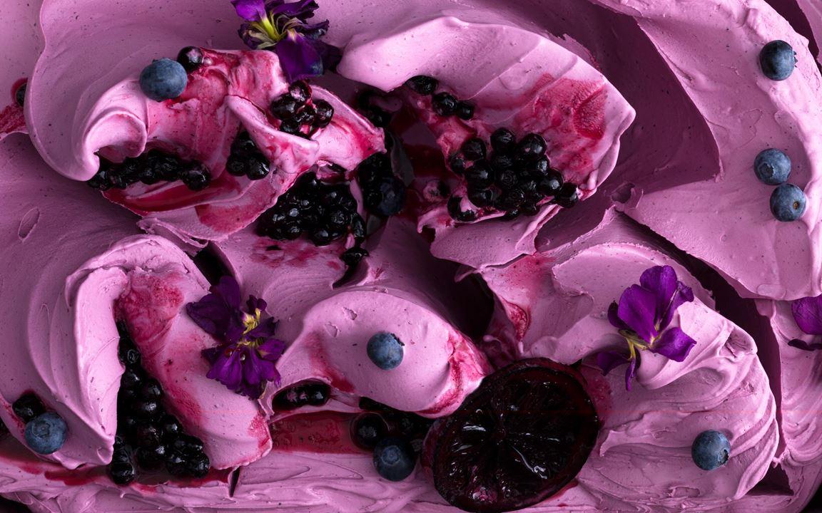 Ljuvlig blåbärsglass som smakar som en somrig skogspromenad. En riktig fullträff ihop med dragonens milda lakritston.