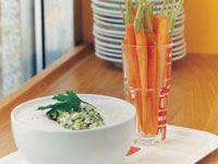 En fräsch dippsås med ädelost, underbar till späda morötter.