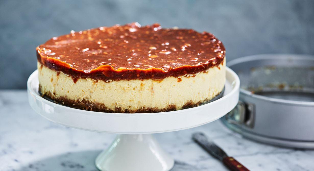Saltkolan som toppar cheesecaken gör den extra maffig och tilltalande. Rostade mandlar gör karamellen lite crunchy vilket passar bra till den krämiga fyllningen.