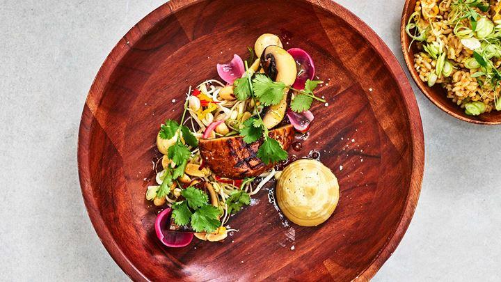 Confiterad och grillad portabello, jordnötscrème och sesamstekt ris