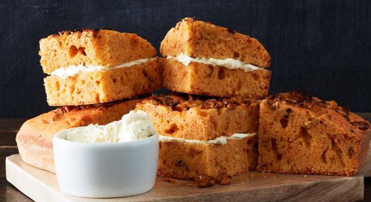 Gyllengula portionsbröd med nild, söt smak av majs från den amerikanska södern. Servera nybakade, gärna med dragonsmör.