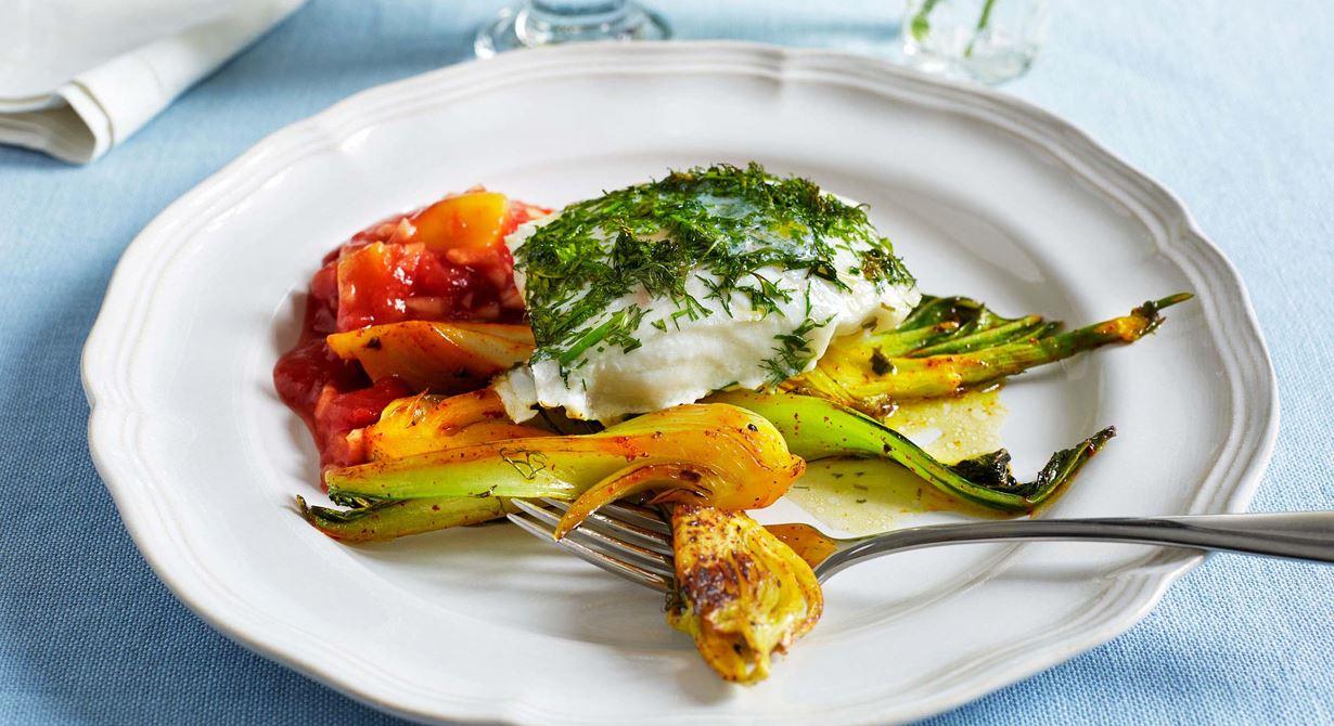 En överraskande kombination och en ny, spännande smakupplevelse med torsk som får en syrlig ton av mango och tomat. Pak choi, sellerikål på svenska, ger en härlig krispighet till rätten.