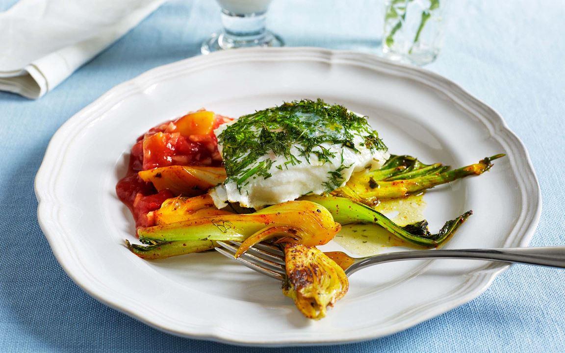 En överraskande kombination och en ny, spännande smakupplevelse med torsk som får syrlig ton av mango och tomat. Pak choi, sellerikål på svenska, ger en härlig krispighet som påminner om kinesisk salladskål.