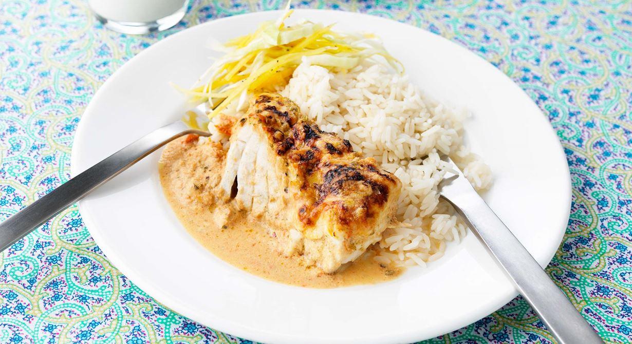 En riktig hit! En älskad barndomsdressing med mycket paprika, lök och chili fick nytt liv i en fiskrätt med lätt crème fraiche. Det får gärna vara lite sting i såsen.