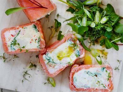 Fisk- och skaldjursterrin med krassesallad