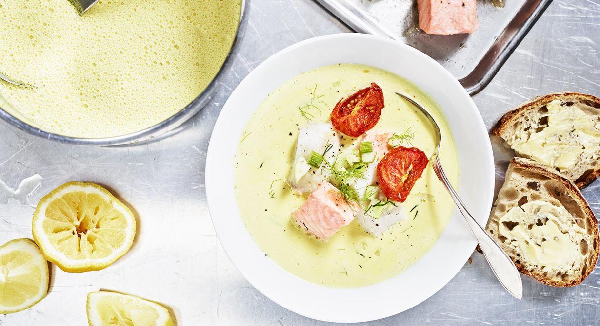 Helt självklar på menyn. Att bli duktig på att laga fisksoppa är viktigt och rätt enkelt. Lägg lite extra tid på såsen och grönsakerna, det är där smakerna sitter. Fisk är snabbmat, jobba enkelt och satsa på den fisk som ligger rätt i pris just nu.